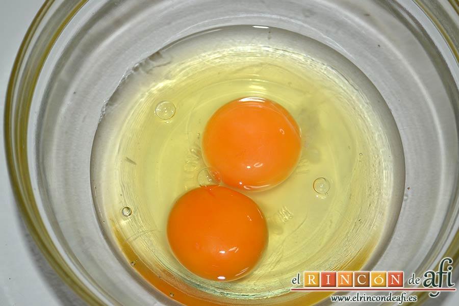 Xuxos rellenos de crema pastelera, poner los huevos en un bol pequeño