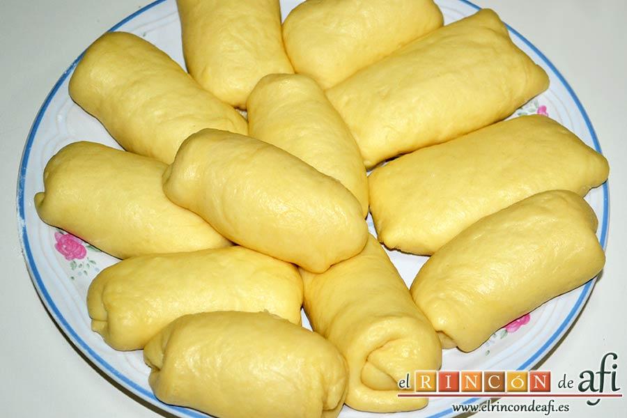 Xuxos rellenos de crema pastelera, ir reservando los xuxos en un plato