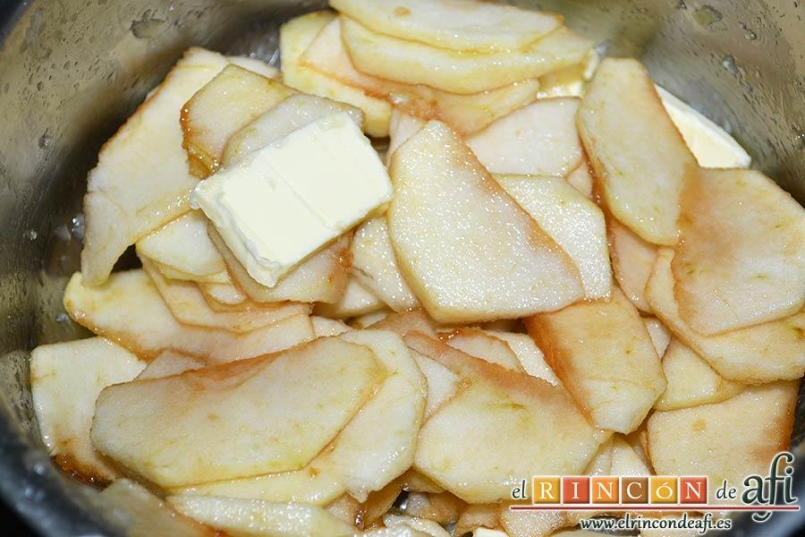 Presa ibérica adobada con papas al pelotón, preparar compota de manzana pelando y troceando las manzanas