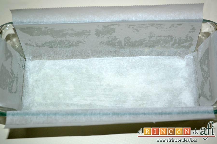 Plumcake de verduras, cubrir la base y los laterales con papel de horno