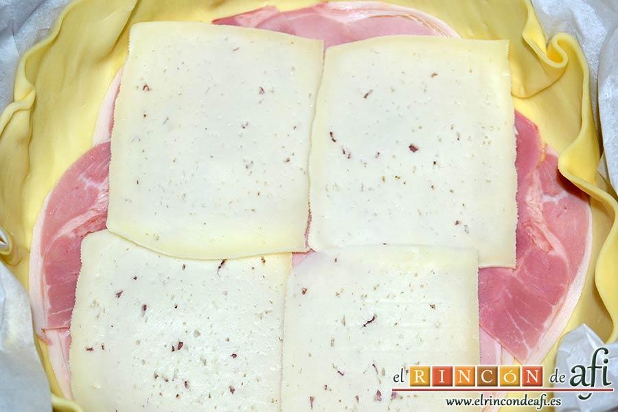 Quiche de lacón y queso, poner encima una capa de queso semicurado
