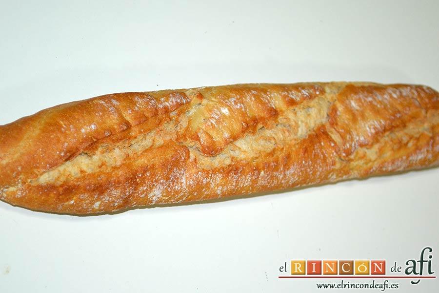 Baguette horneada con bacon, huevos y queso, usar pan que se pueda meter en el horno