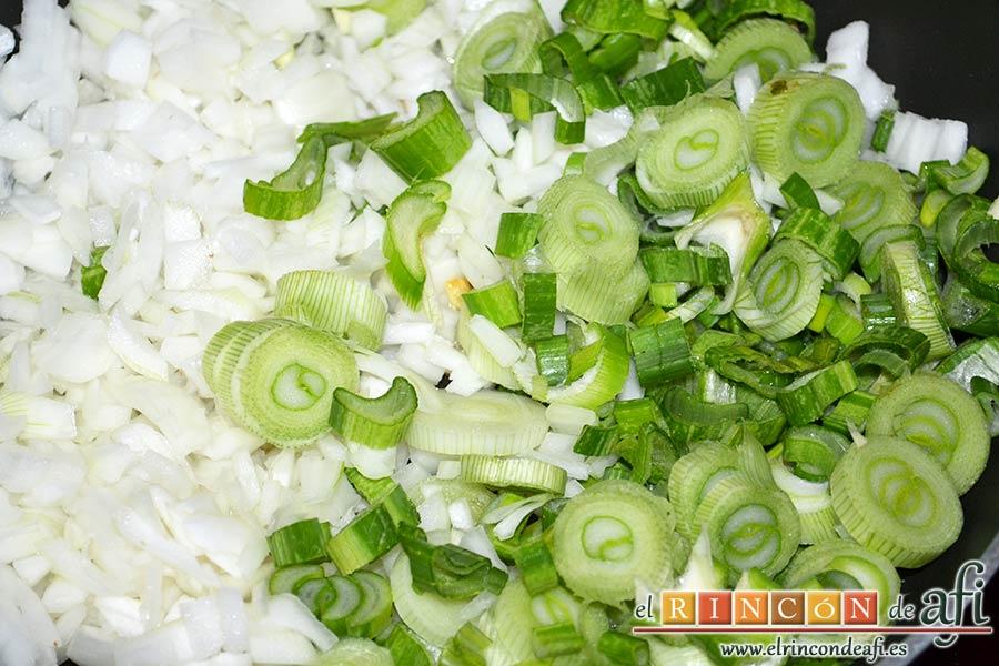 Frittata para Fátima, luego echar las cebollas y la parte verde de las cebolletas
