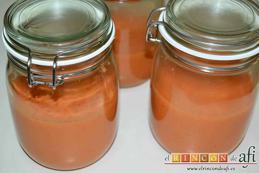 Gazpacho de tomates y sandía, puedes conservar el gazpacho en tarros herméticos