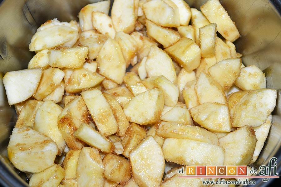 Tarta de manzana del Oso Yogui, agregar las manzanas