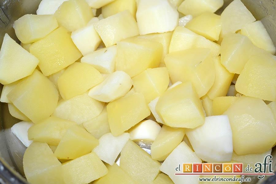 Ternera gallega con puré de papas al pimentón, cuando estén hechas escurrir las papas