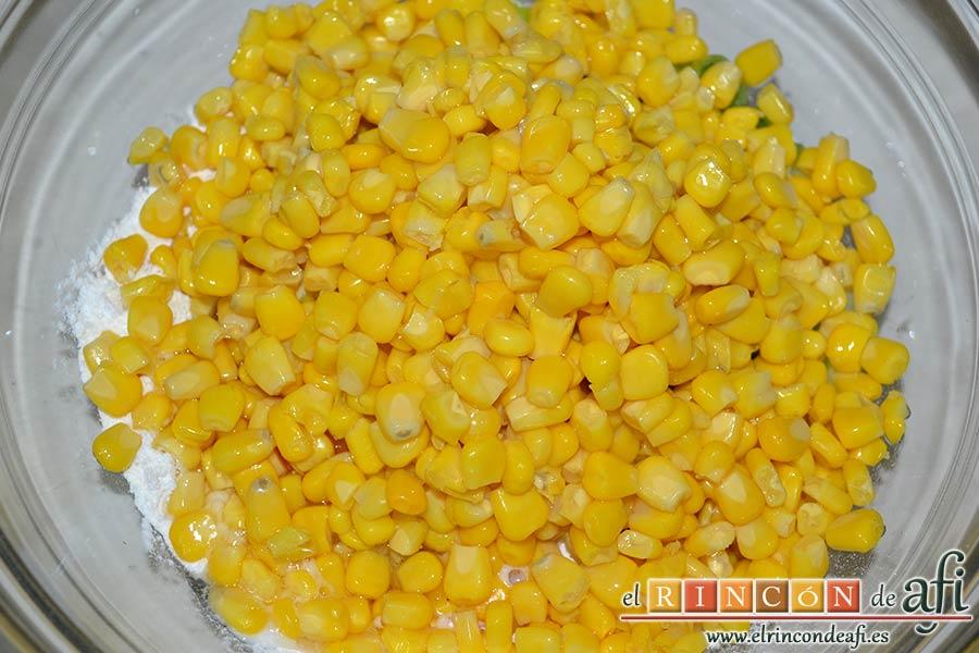 Tortitas de maíz, añadir el maíz escurrido