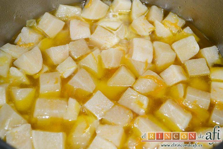 Crema de nabos, tras la cocción comprobar que las verduras están hechas