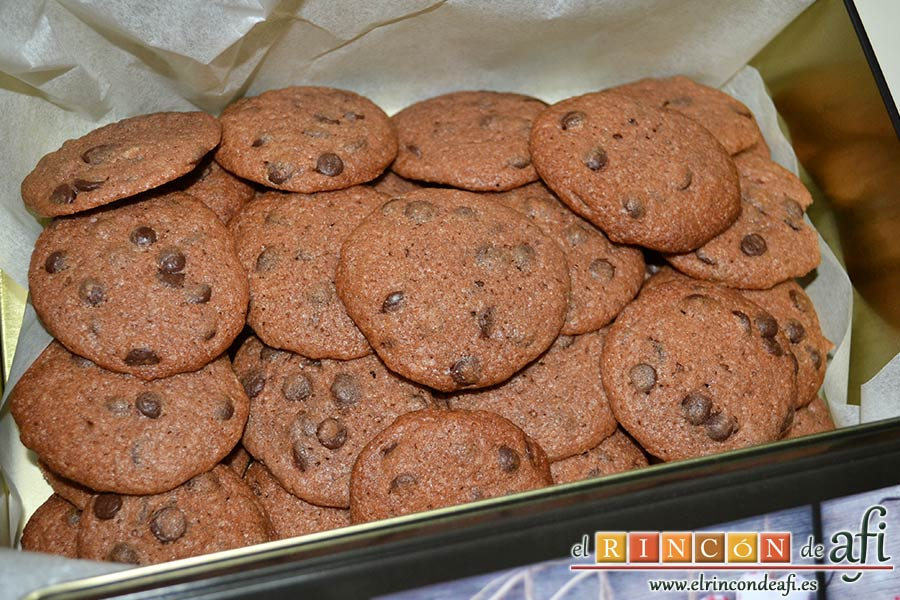Galletas con doble chocolate chips caseras, sugerencia de presentación