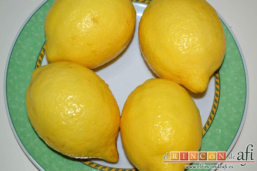 Pastelitos de limón, limpiar bien los limones
