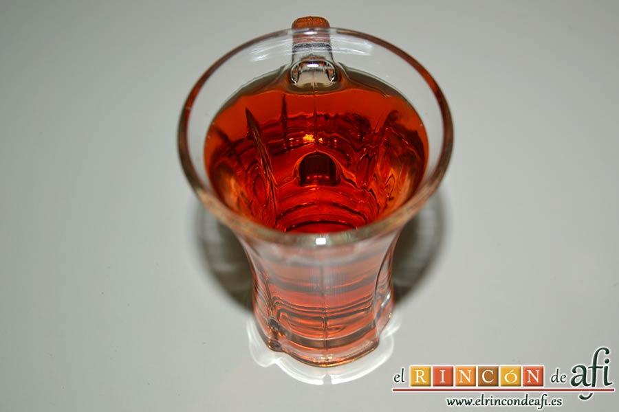 Albóndigas con salsa de cebollas, preparar el vasito de vino rosado