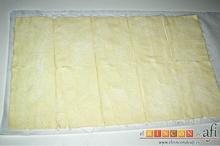 Milhojas de hojaldre con chocolate, dividir las láminas de hojaldre