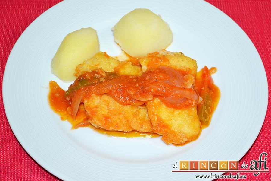 Bacalao en salsa de tomate y pimiento verde