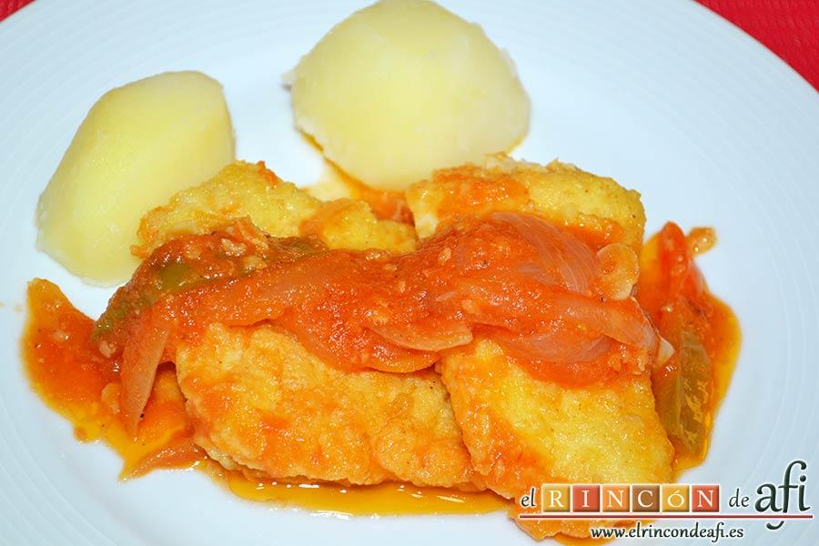 Bacalao en salsa de tomate y pimiento verde, sugerencia de presentación