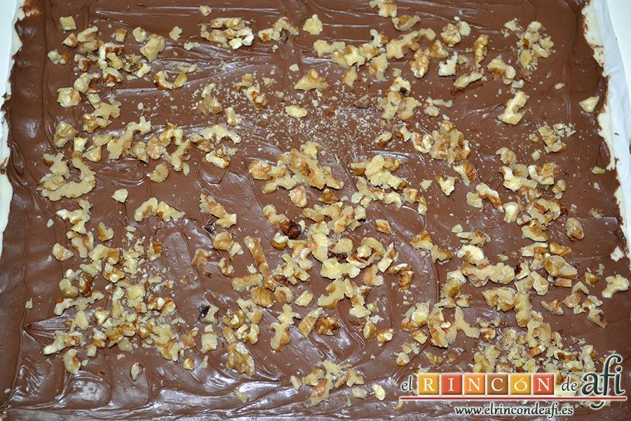 Caracolas de Nutella y nueces, poner encima de la Nutella las nueces