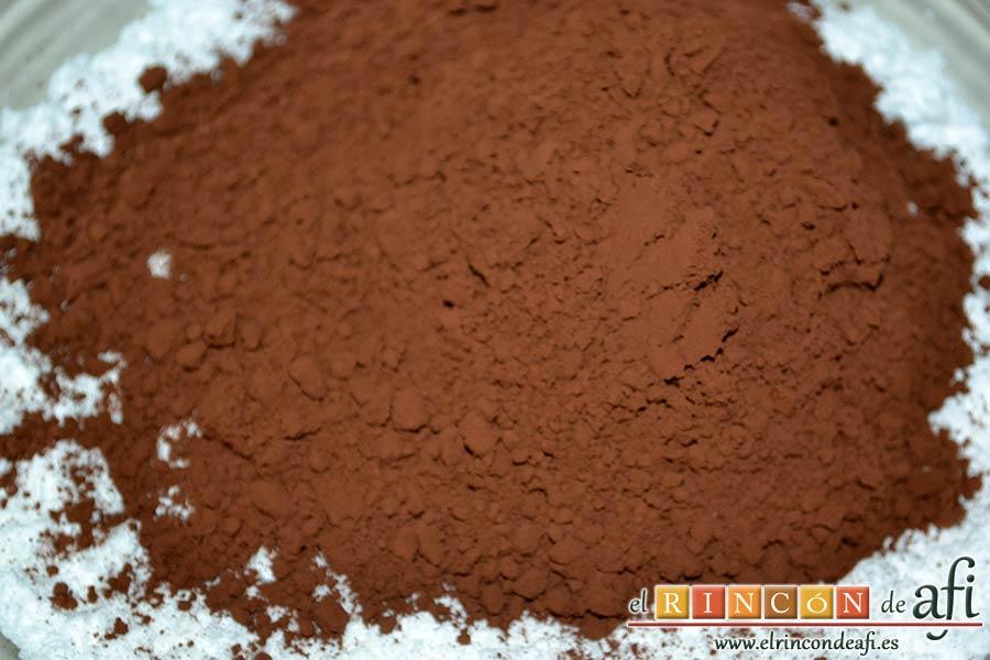 Pastel del diablo, poner en un bol cacao y azúcar glass