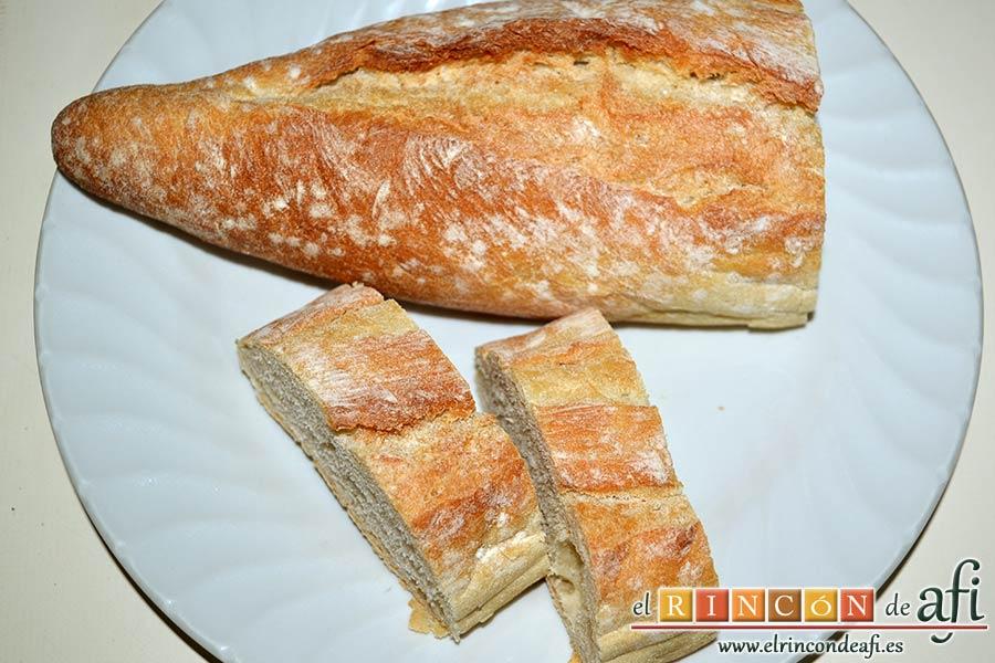 Tortillitas de San José, cortar el pan del día anterior