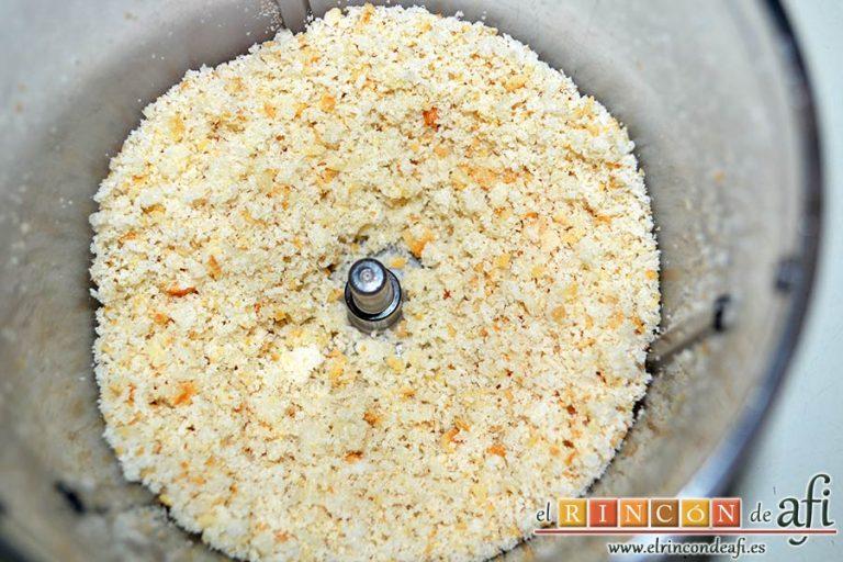 Tortillitas de San José, triturar el pan