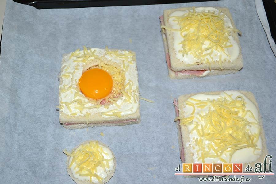Croque-monsieur y Croque-madame, ponemos sobre bandeja de horno forrada y horneamos