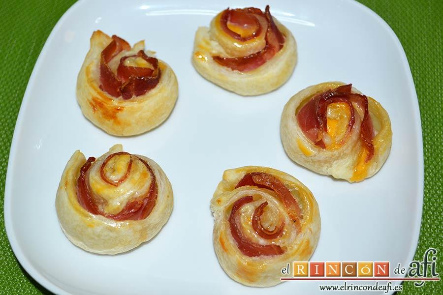 Enrolladitos de hojaldre con paté y lacón, sugerencia de presentación