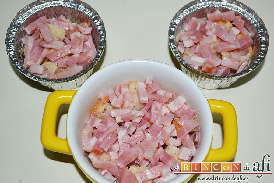 Muffins de huevo con pechuga de pavo o bacon y queso, hacer lo mismo si se usa bacon