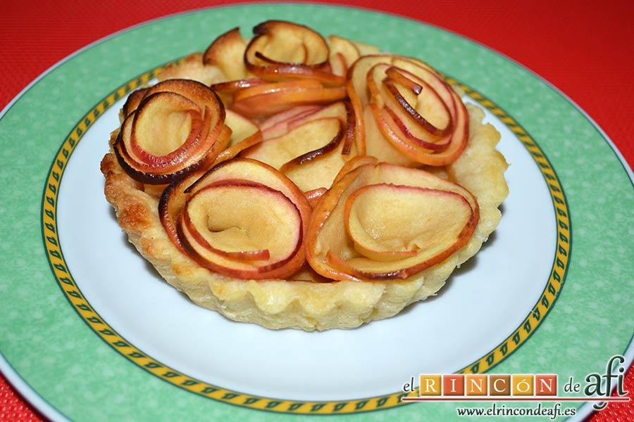 Tartaletas de pasta brisa con flores de manzana