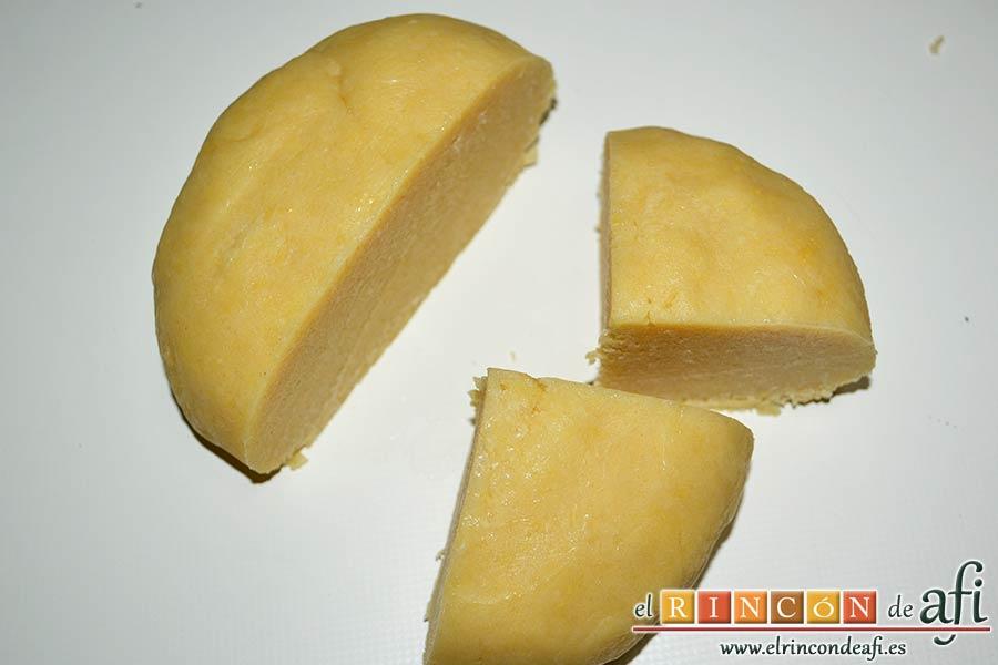 Tartaletas de pasta brisa con flores de manzana, refrigerar una hora, y luego cortar en cuatro porciones