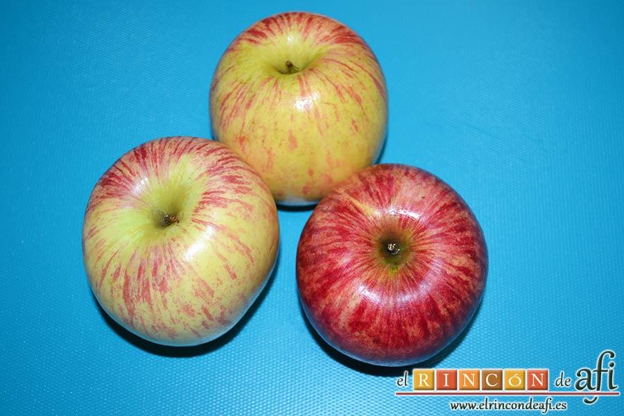 Tartaletas de pasta brisa con flores de manzana, preparar las manzanas