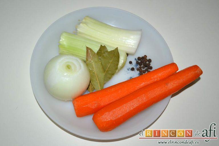 Codillos de cerdo con puré de raíces, pelar las zanahorias, retirar la capa externa de los puerros, lavar el laurel y preparar la pimienta de Jamaica