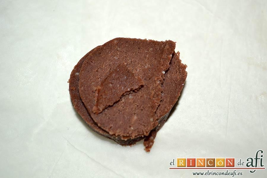 Cuernecitos de vainilla y chocolate, sacar porciones de la masa
