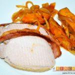 Lomo de cerdo al horno con cebollas y boniatos especiados