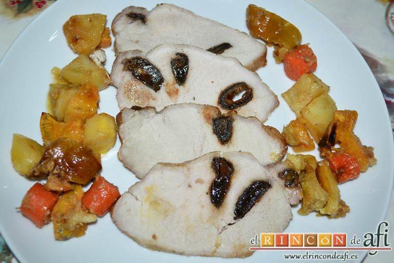 Lomo de cerdo relleno de dátiles con verduras y salsa de jengibre, sugerencia de presentación