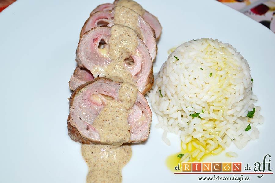 Solomillo de cerdo relleno en salsa de setas, sugerencia de presentación