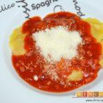 Casoncelli con bacon, tomate y albahaca