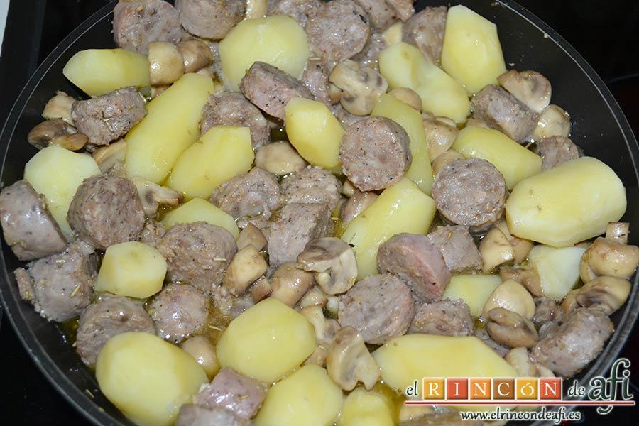 Butifarra espacarrada, añadimos las papas al guiso
