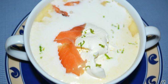 Crema noruega con salmón marinado y chantillí de lima