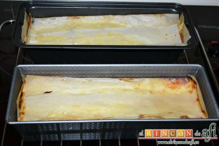 Croque cake de jamón y queso, hornear y dejar enfriar antes de servir