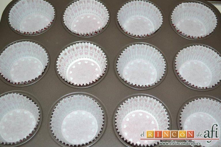 Cupcakes de cerezas al Kirsch, preparar los moldes de magdalenas con las cápsulas de papel