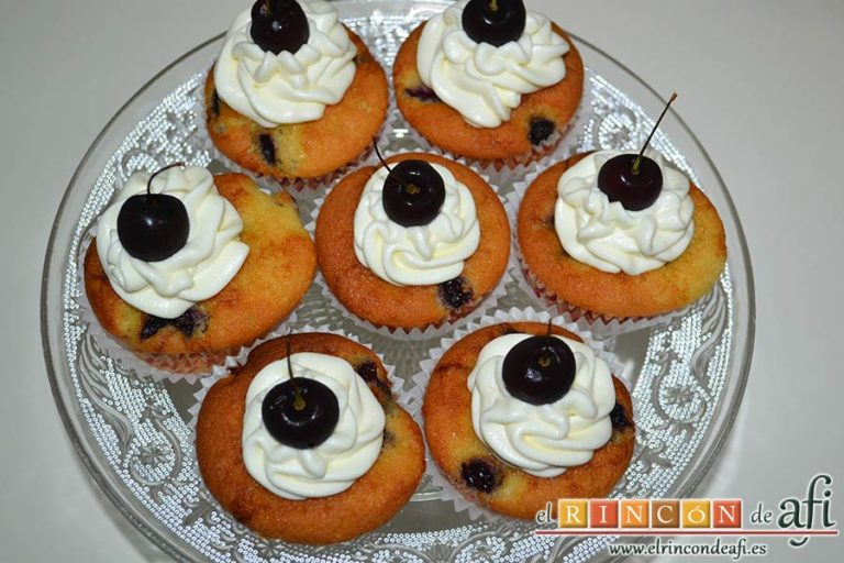 Cupcakes de cerezas al Kirsch, sugerencia de presentación
