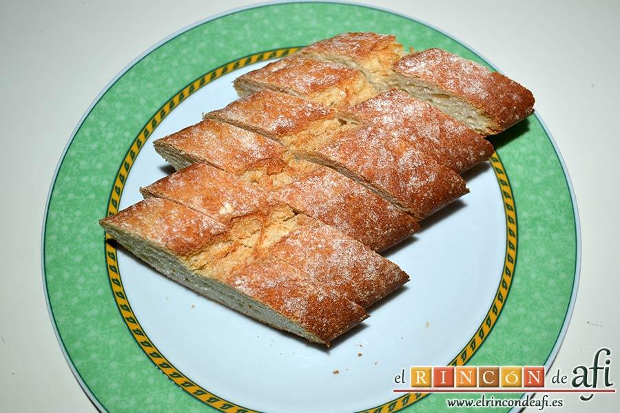 Sopa de ajo humilde, cortar seis rebanadas de pan del día anterior