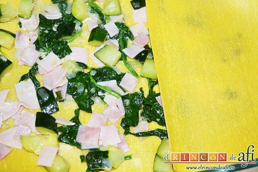 Lasaña de espinacas, jamón y calabacín, poner otras capas de lasaña por encima