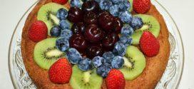 Pastel alemán con frutos rojos y kiwi