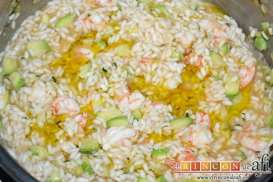 Risotto con langostinos y calabacines, así se manteca el arroz