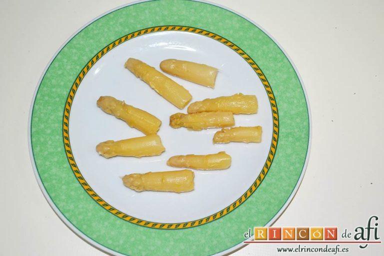 Sopa de espárragos blancos, usar las yemas para decorar
