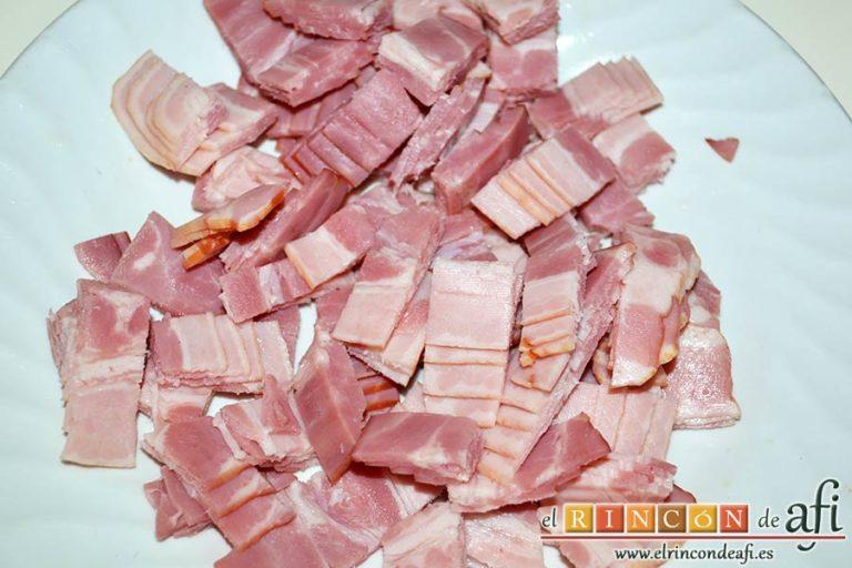 Tallarines alla boscaiola, cortar en cuadritos el bacon ahumado