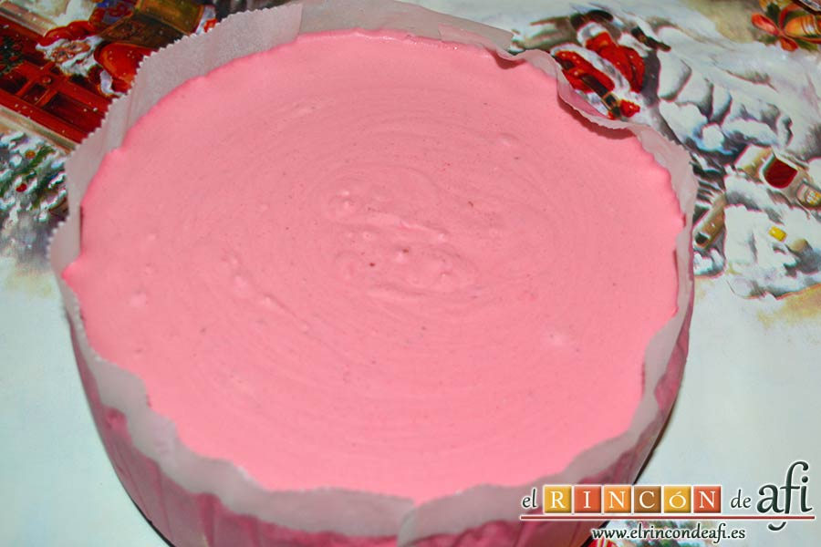 Tarta de chocolate negro y mousse de frambuesa, sacar la tarta de la nevera