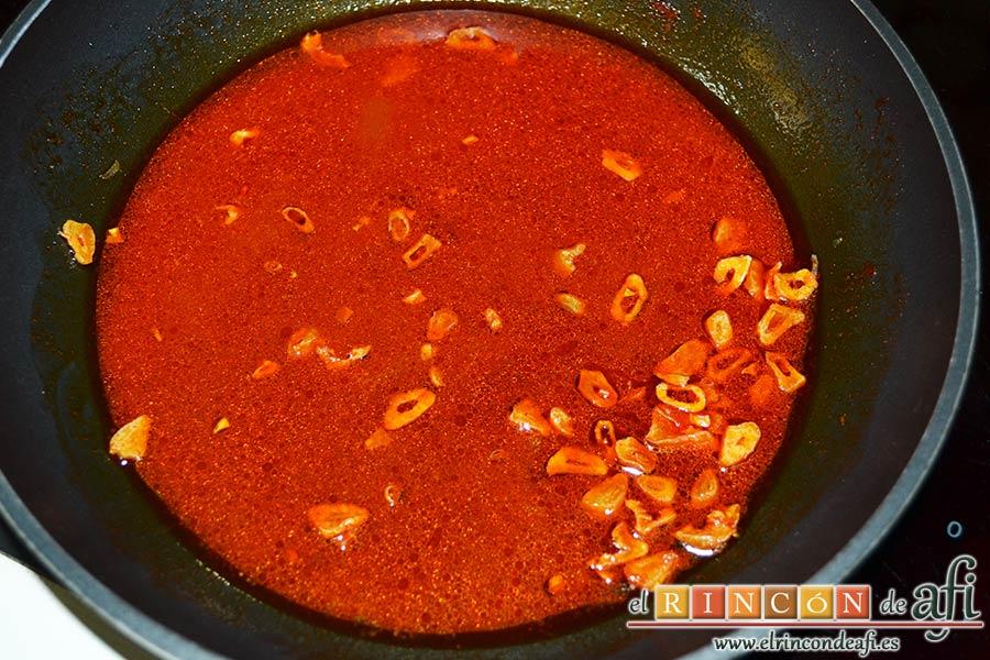 Col a la gallega, añadir el vinagre y mezclar bien
