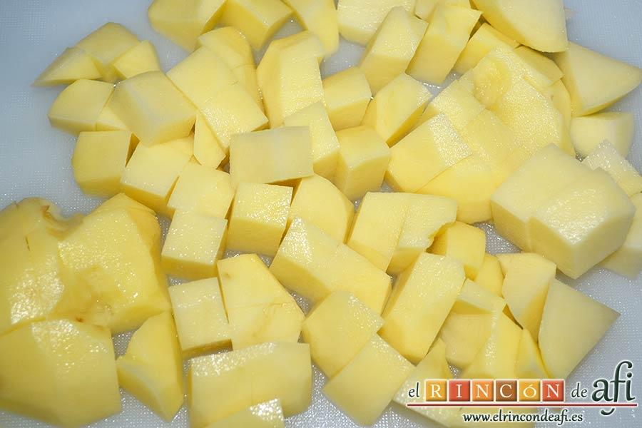Crema de puerros con espárragos trigueros, trocear las papas