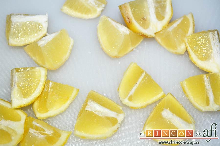 Espaguetis al limón, cortar los dos limones en trozos