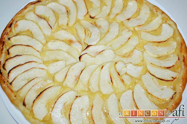 Hojaldre con crema pastelera y manzana, refrigerar un par de horas antes de servir
